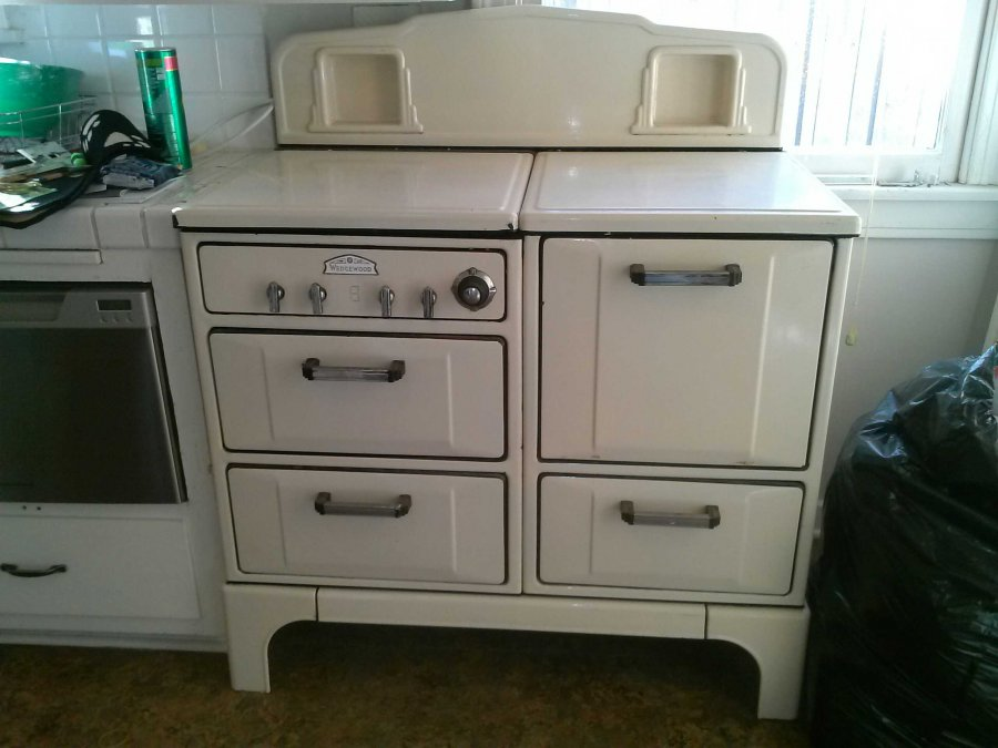 This 1930 s wedgwood kitchen gas stove is one to fall in love with