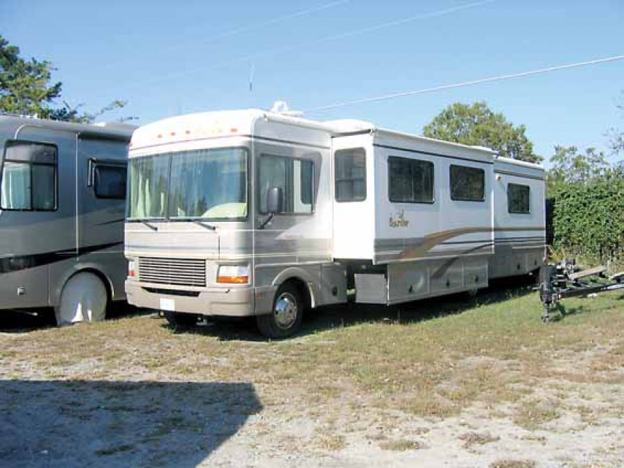 2000 37 Ft Class A Fleetwood Bounder With Super Slide Out