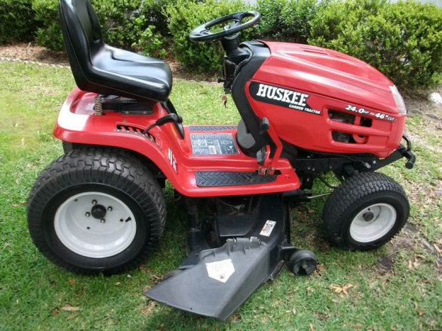 Huskee garden lawn tractor florida lady lake lawn and for Lawn tractor motors for sale