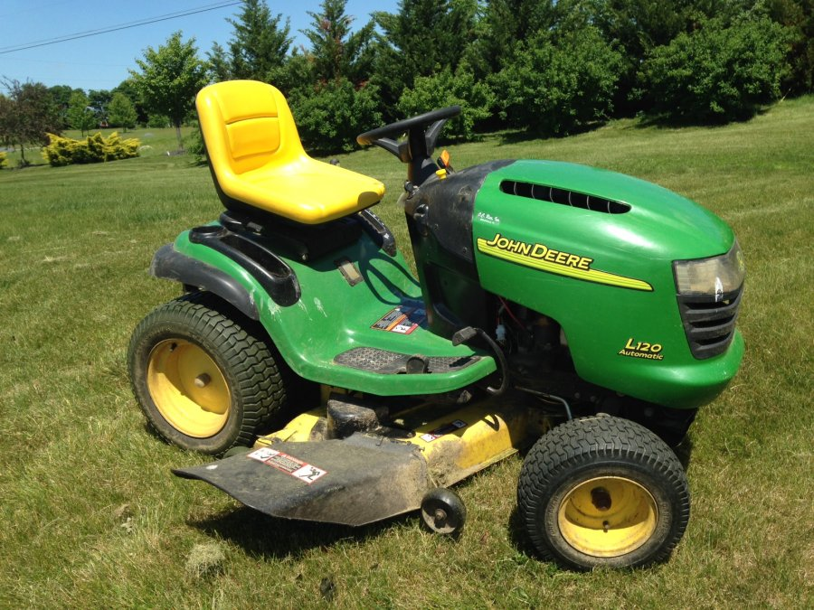 John Deere L120 Lawn Tractor with mulching and tow kit; 42 ...