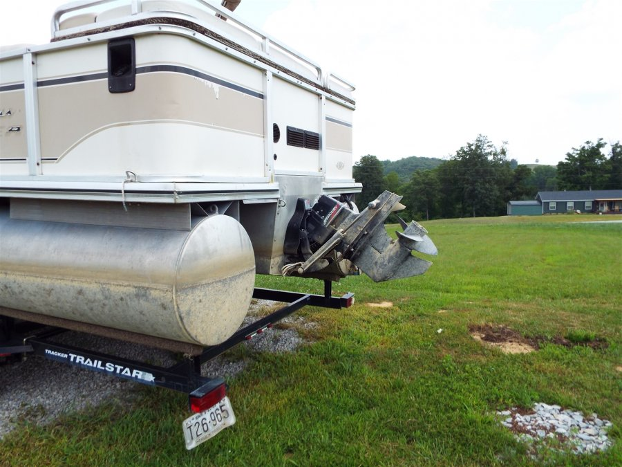 2002 Suntracker 25ft Party Barge Pontoon With 125 Horse