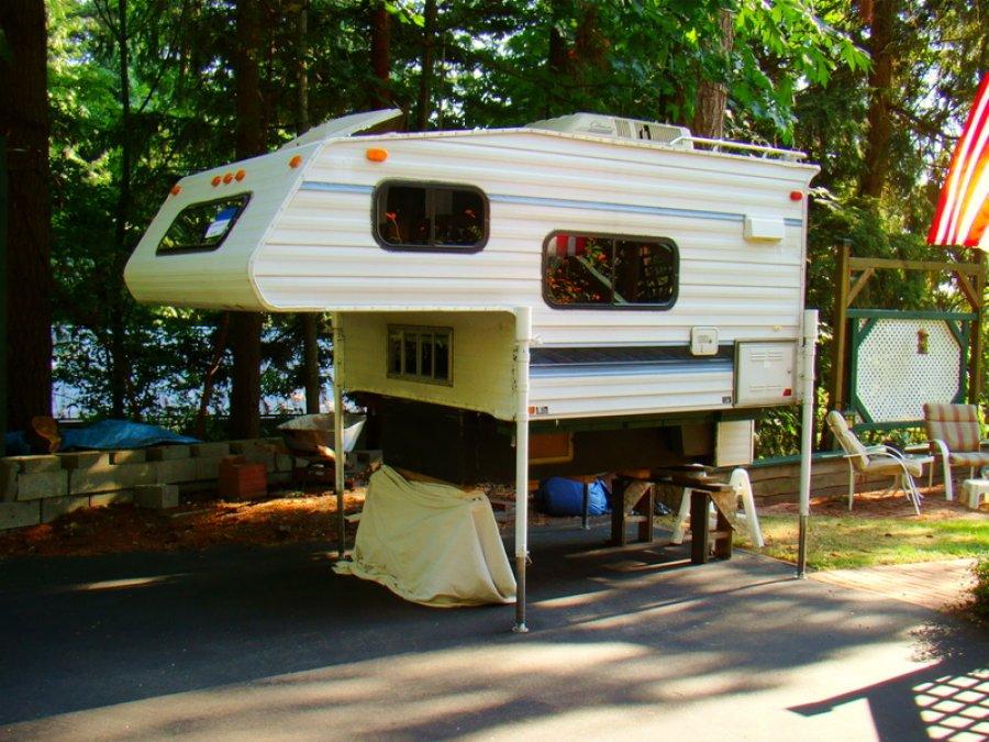 pastime pickup camper  700 for med  bed
