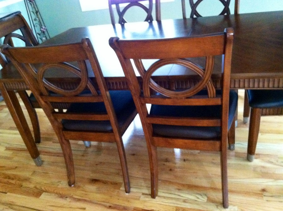 Beautiful like new cherry wood dining rm table w chairs