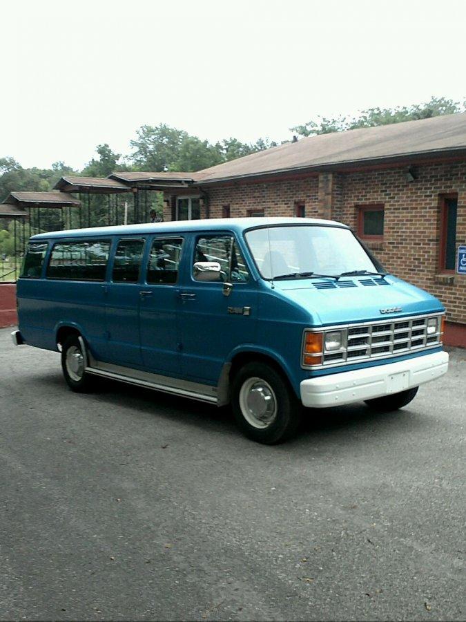 15 passenger van kansas 2010 s 98th edwardsville 2800 van vehicle deal classified ads. Black Bedroom Furniture Sets. Home Design Ideas