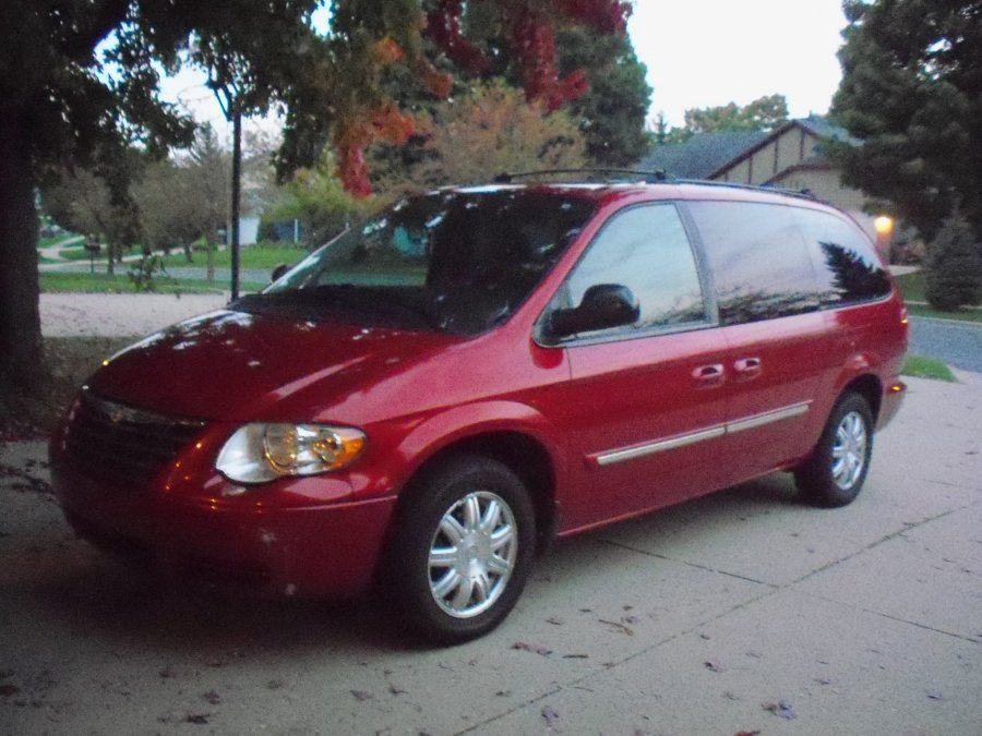 2005 chrysler town country touring minivan grand. Black Bedroom Furniture Sets. Home Design Ideas