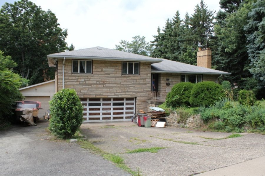 Ranch house 2 fire places 2 car garages 3 bedrooms 2 full for Big garage for rent