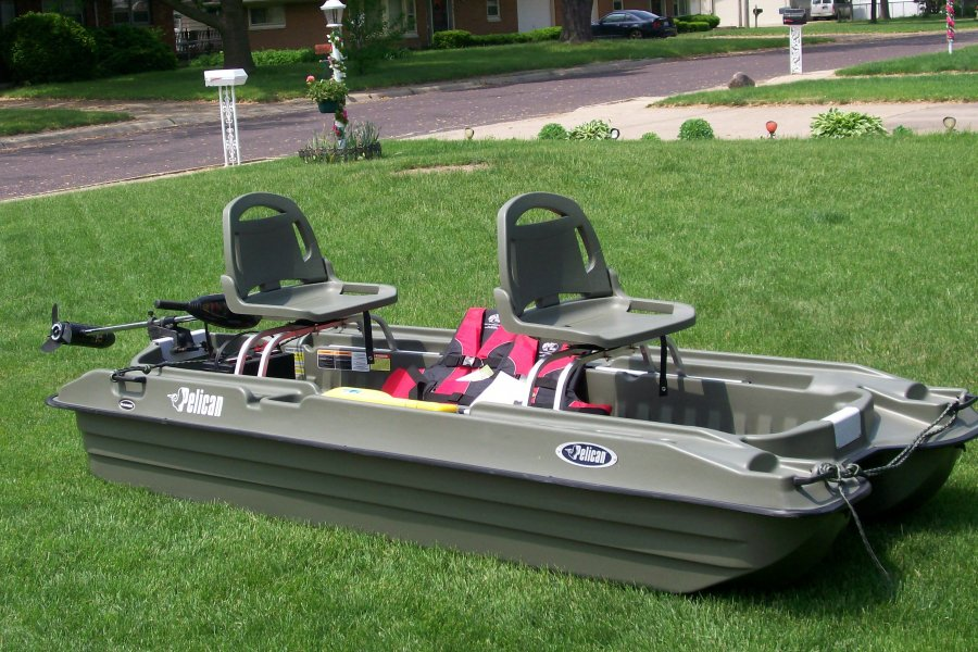 Pelican bass boat 10 39 peoria 61604 sporting goods for Black friday trolling motor deals