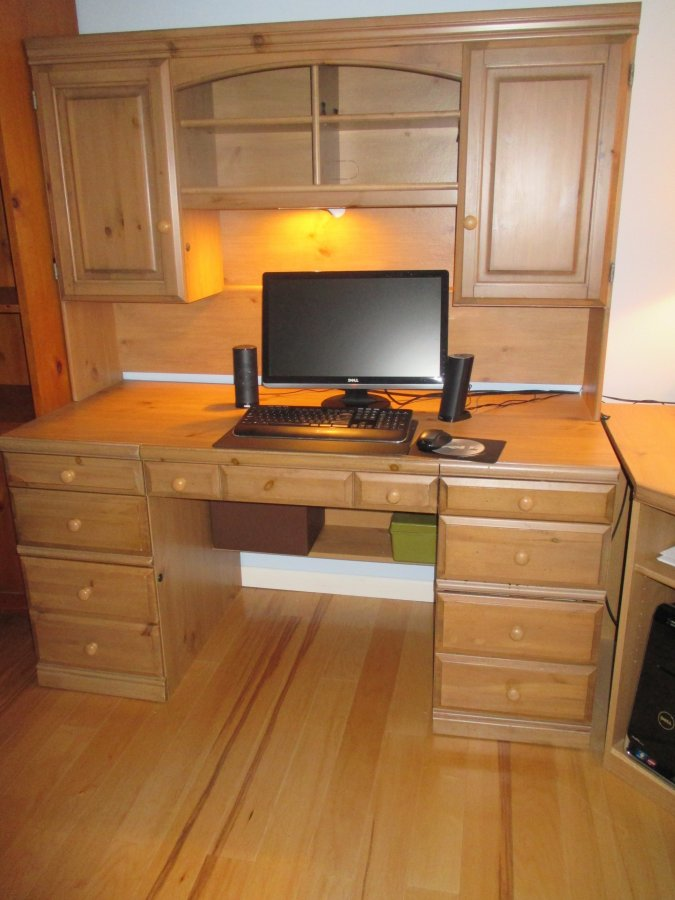 Solid Wood Desk With Hutch And Office Chair New Jersey