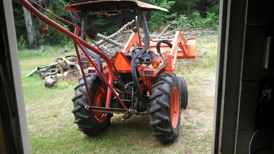 Kubota L3000f With Front End Loader With Attachments