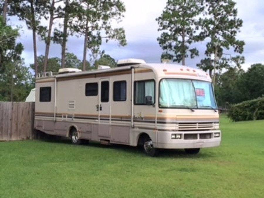 1992 Fleetwood Bounder Motor Home 17 39 Sunbird Boat With 88 V 4 Johnson Motor Lafayette 70611