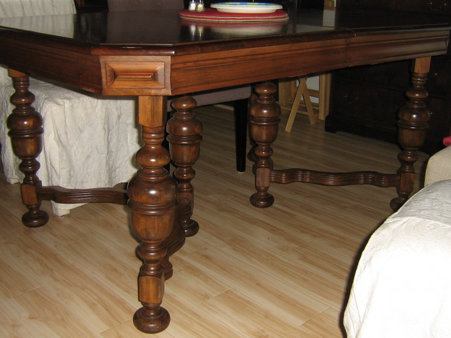 Antique dining room table murfreesboro 37167 2112 for Antique dining room tables