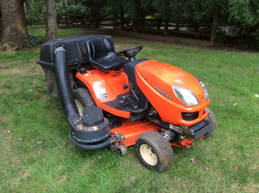 Kubota Tractor Black And White : Kubota gr bagger and mower deck with free tractor