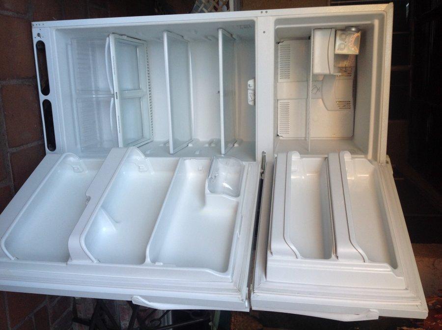 Frigidaire Top Freezer W Ice Maker 150 Wla Los