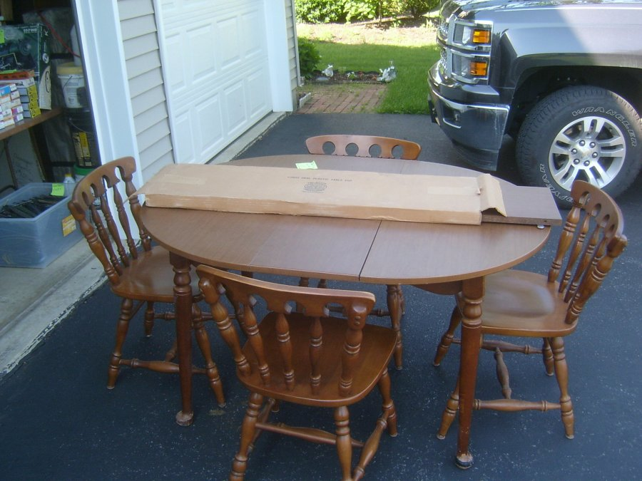 41 round table with 2 12 leaves 4 maple chairs from the for Furniture reading pa