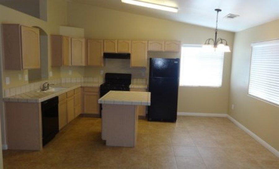 this 3 bedroom 2 bath home bakersfield 93308 2904 meadow ridge