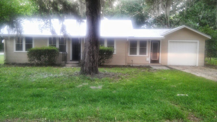 Beautiful 2br 1 Bath 1 Car Garage With Opening In The
