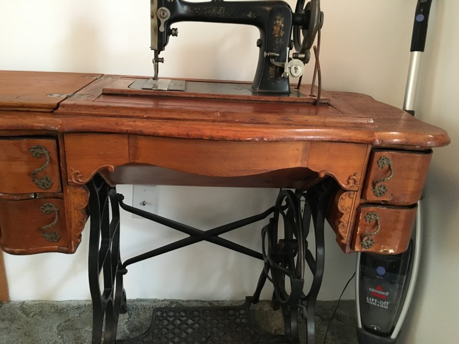 antique sewing machine pictures