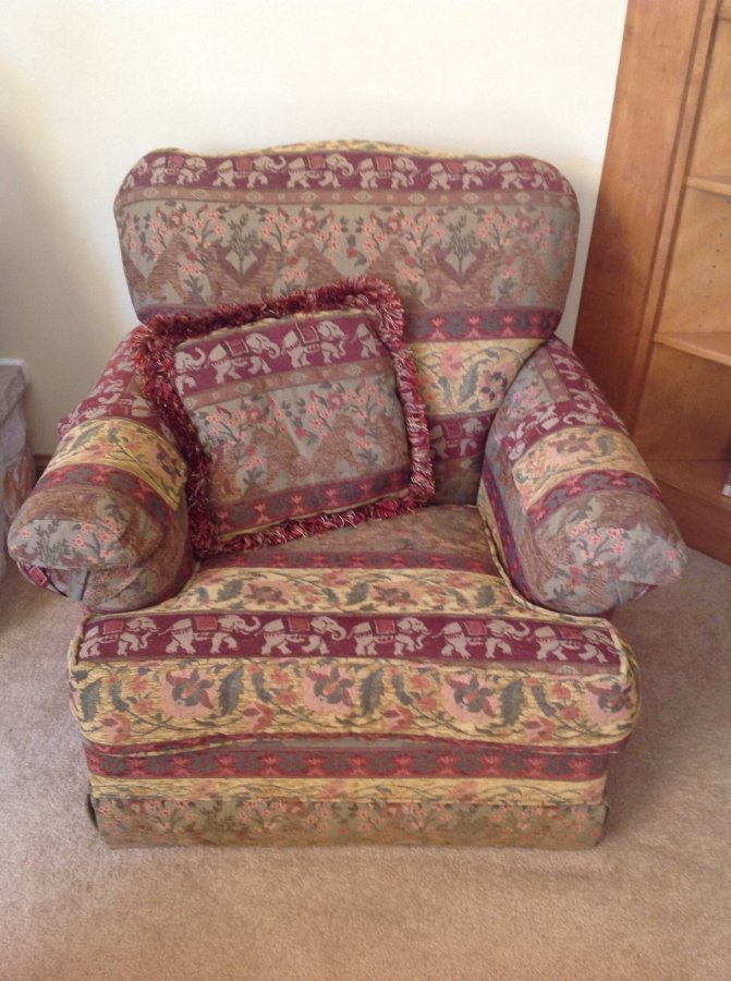 Living Room Sitting Chair | Wisconsin Classifieds 53151 ...