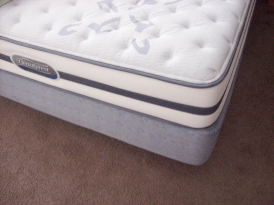 Queen Mattress Set With Linens Michigan 48326 Auburn Hills 250 Home And Furnitures