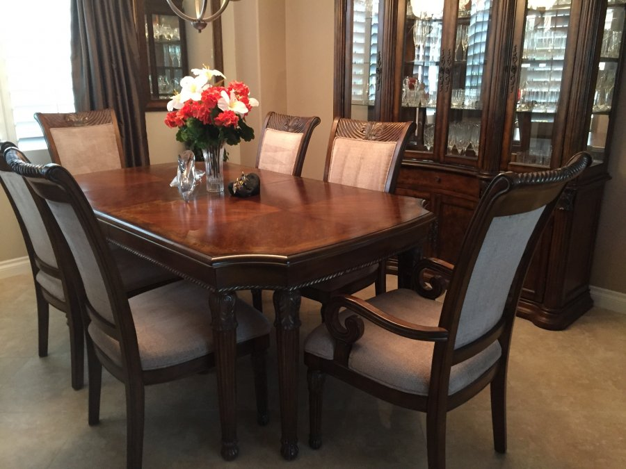 Mahogany dining room set matching hutch 11 pieces for Dining room hutch for sale