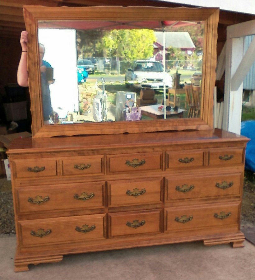 Vintage dresser and mirror seattle 98146 north burien for Furniture pick up seattle