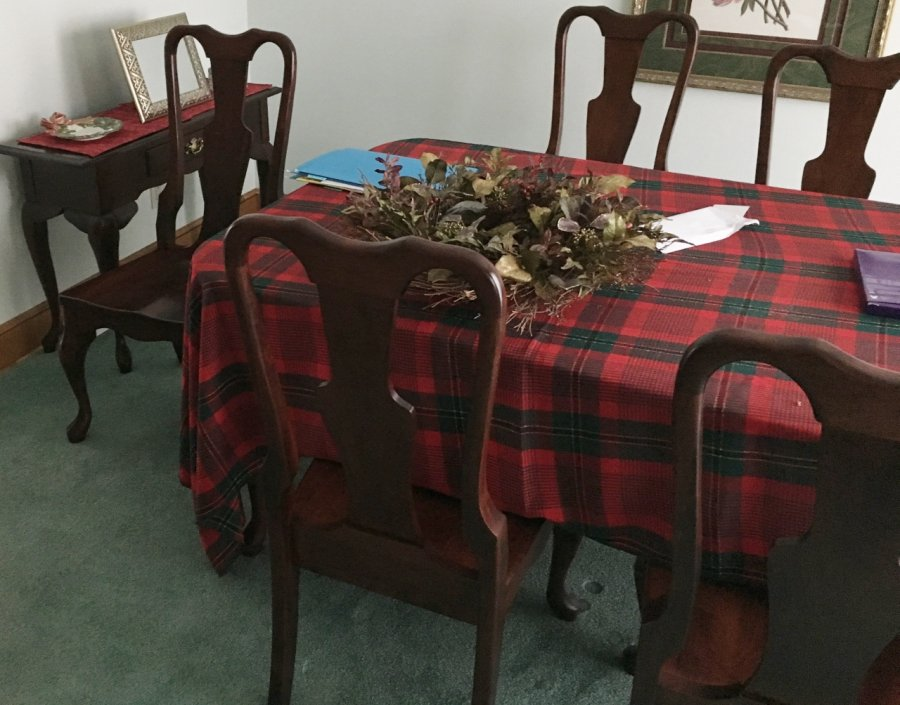 Dining room table set 6 chairs excellent condition for Table 6 in canton ohio