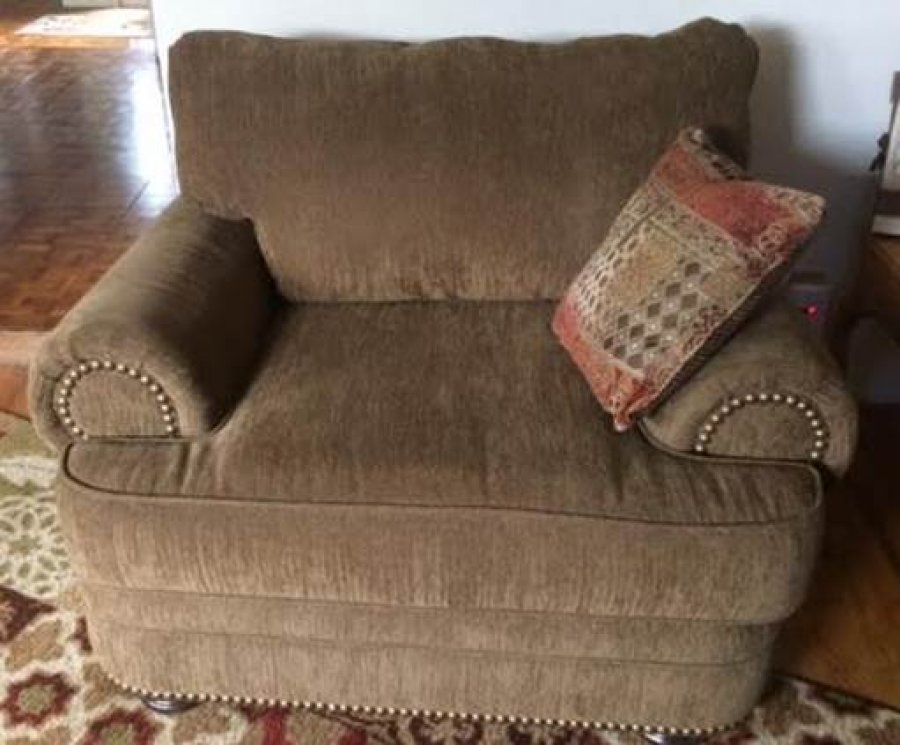 Brown Overstuffed Chair San Diego 92115 Rolando Area Near 70th El Cajon Blvd Home And