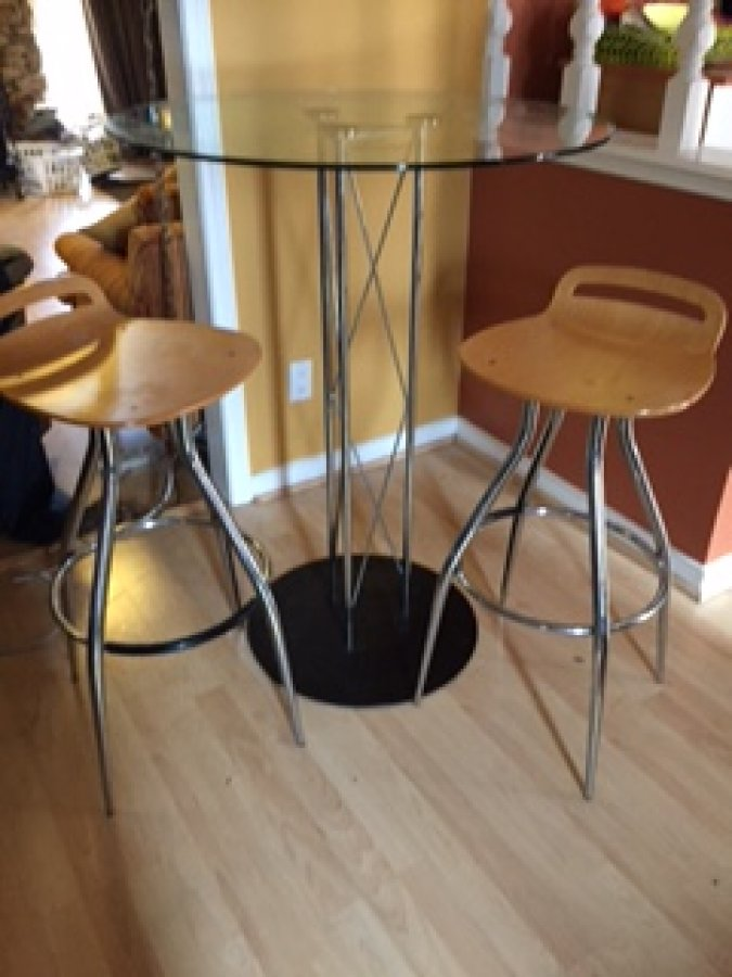 Pub Style Table And Chairs For Sale 165 Pub Style Dinning Table And Four Chairs For Sale In