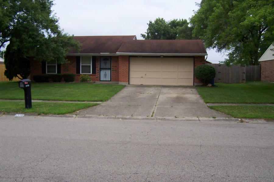 Brick ranch 2 bedroom 2 bath 2 car attached garage dayton 45424 huber heights 84900 house for Homes for sale 2 bedroom 2 bath